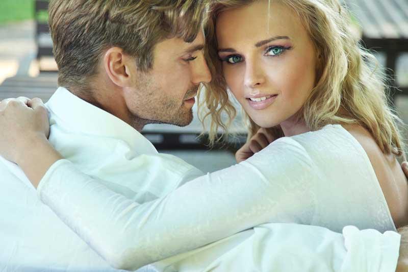 Cosa guardi in un uomo quando lo incontri per la prima volta?