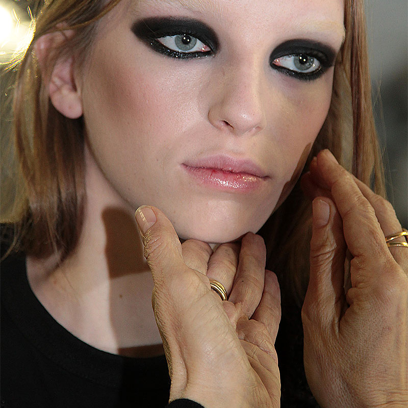 Sexy smokey eyes, Dsquared2 autunno inverno 2016 2017, make-up: Diane Kendal per MAC, Ph. Charlotte Mesman