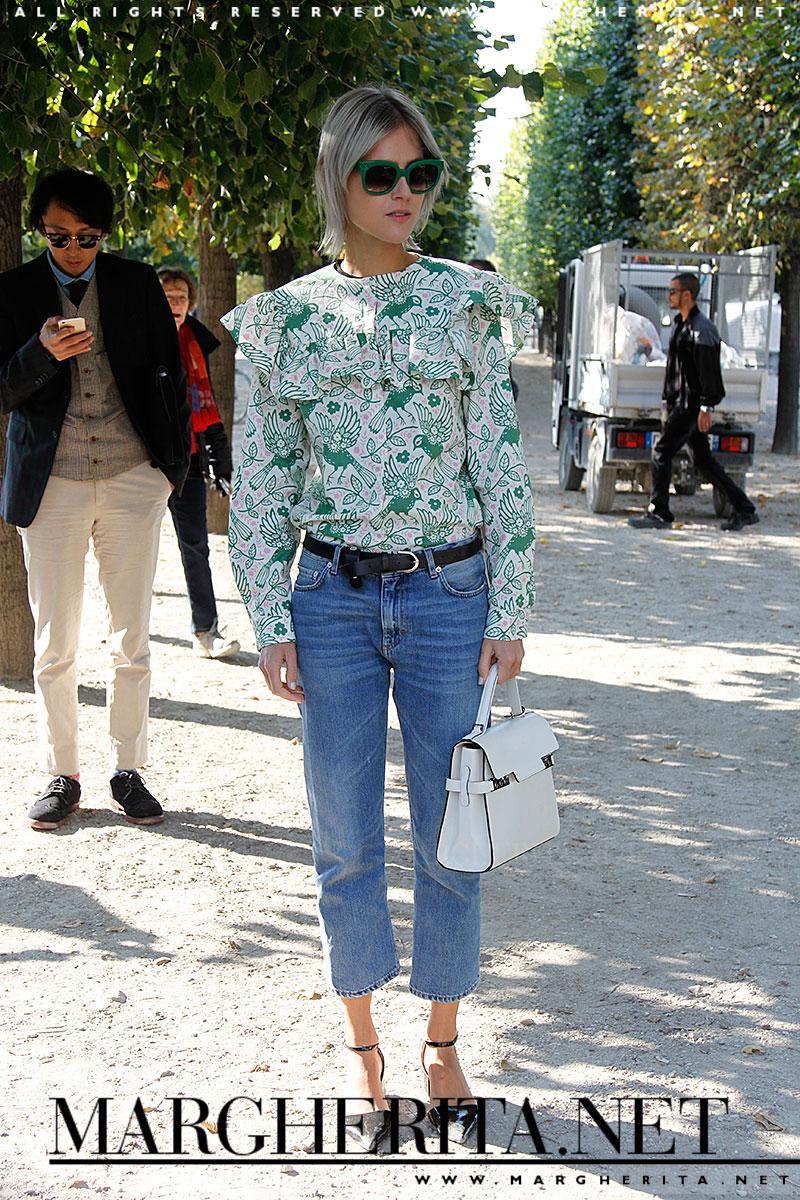 Un jeans è la base perfetta per praticamente tutto, soprattutto per la più esagerata e lavorata camicetta che avete nel guardaroba.