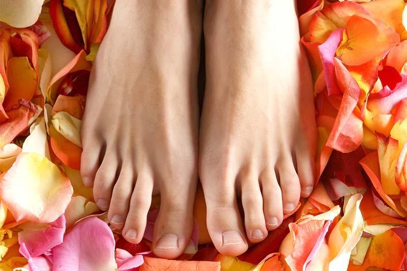 Come curare i piedi al mare e durante le vacanze?