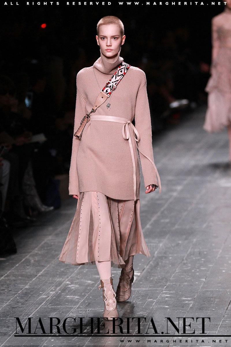 Vanno di moda i maglioni oversize! Ecco come indossarli - Margherita ... d9828695e95