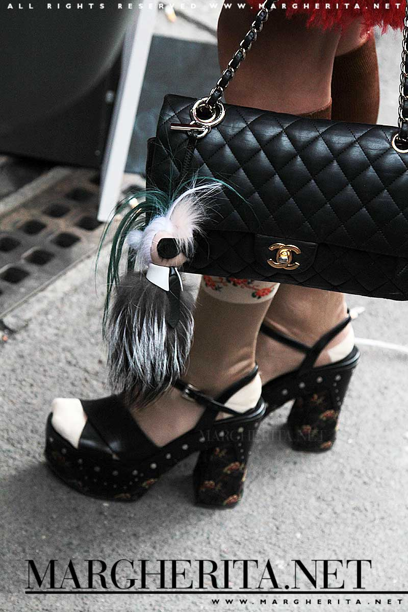 Sandali con calze fantasia