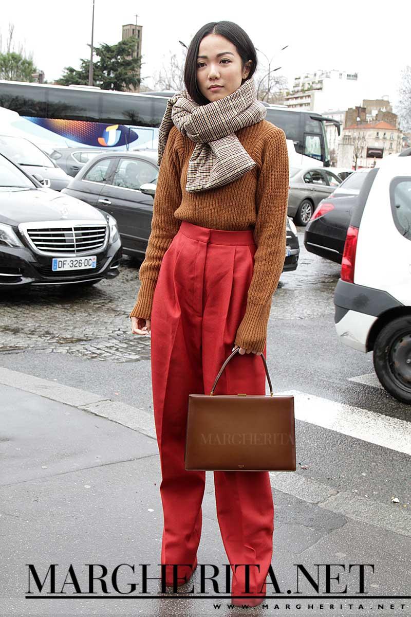 Streetstyle. Un look elegante, sotto la pioggia