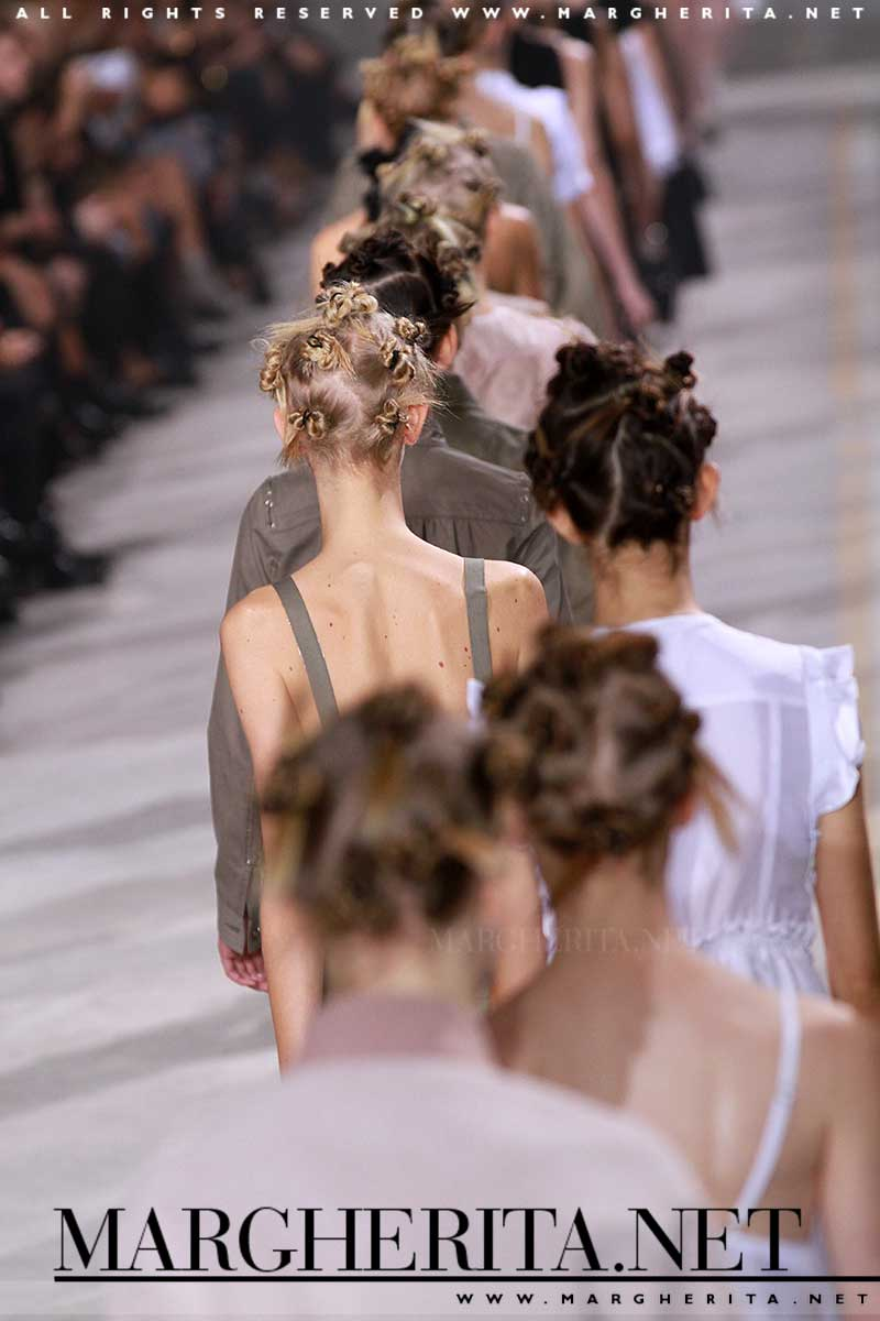Acconciatura con piccoli chignon