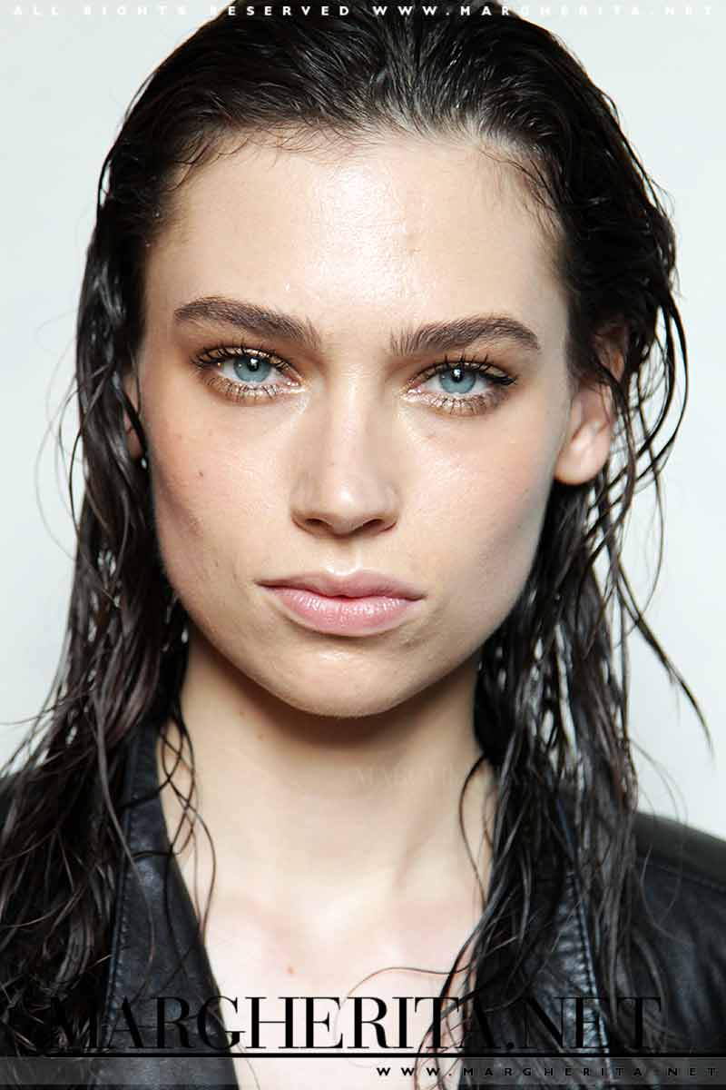 Wet look hair