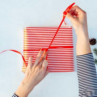Cosa regalare a Natale. Come fare un regalo originale
