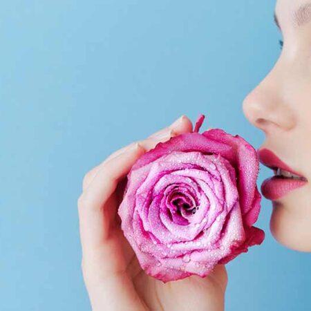 La pelle e l'inverno: proteggiamola con la giusta alimentazione e consigli per la pulizia