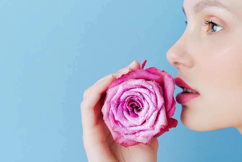 La pelle e l'inverno: proteggiamola con la giusta alimentazione e consigli per la pulizia della pelle