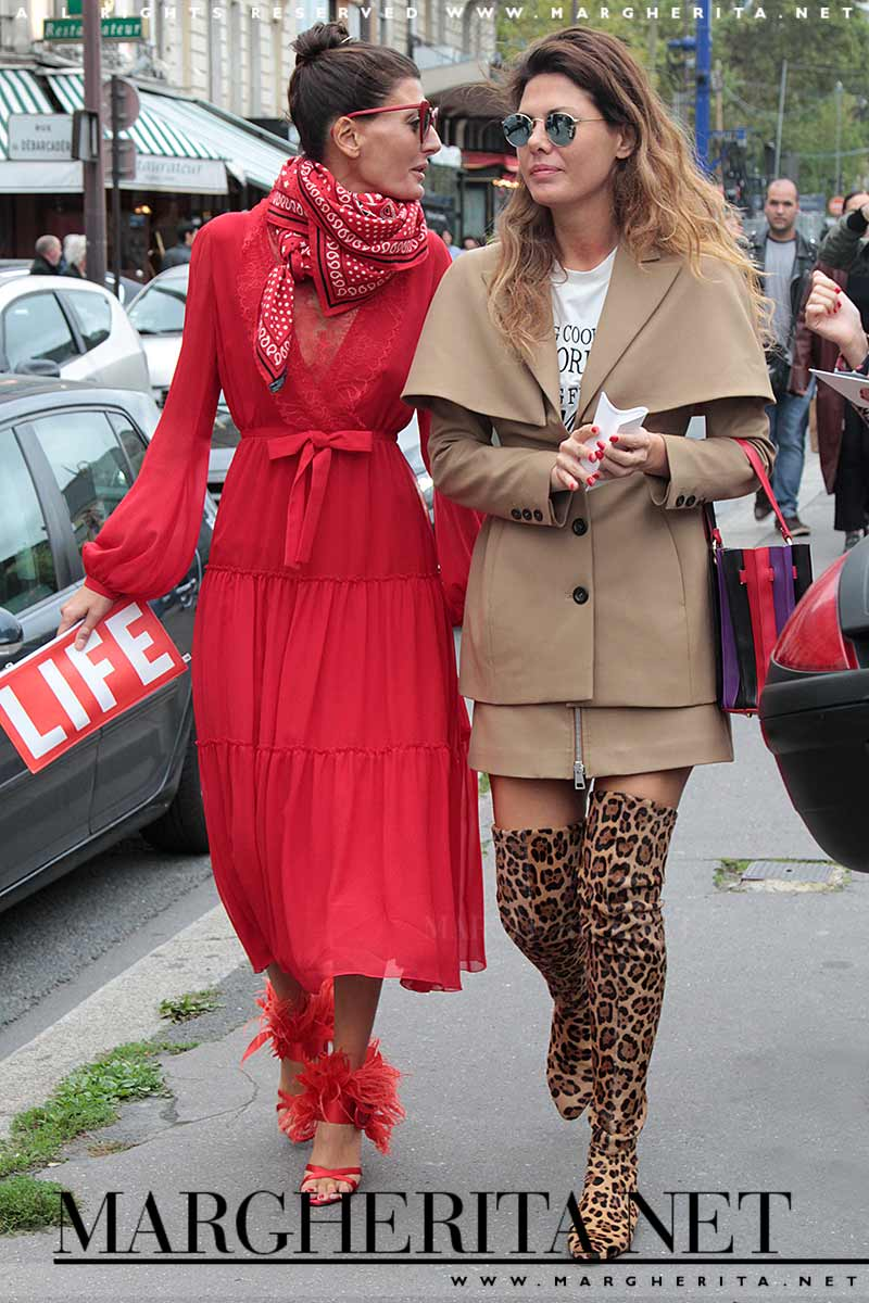 Moda street style. Stivali invernali. Alti e colorati