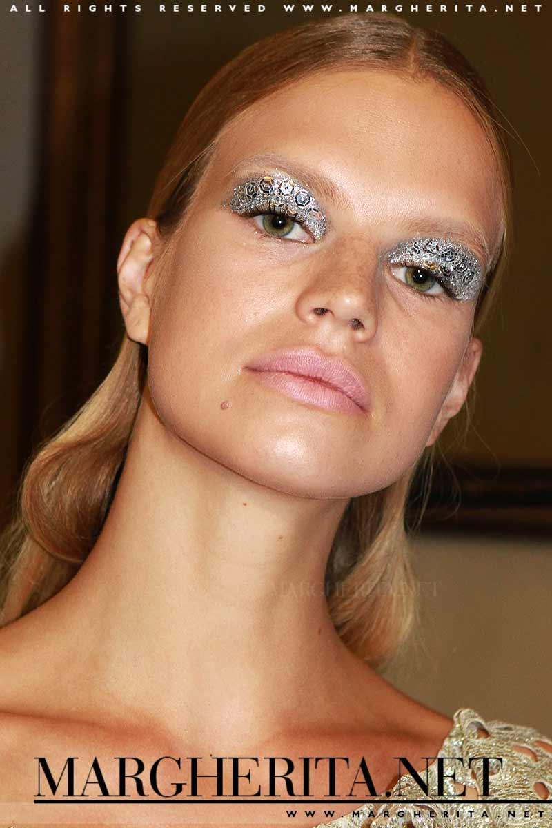 Trucco occhi con glitter. Sfilata: Francesco Scognamiglio PE 2018, make-up: Jessica Nedza, ph. Mauro Pilotto