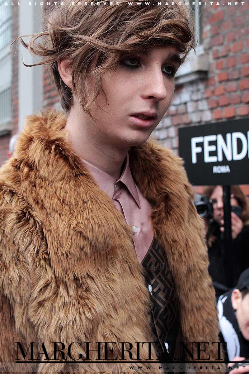 Thomas Raggi 'Er Cobra' dei Maneskin fuori dal backstage di Fendi- Foto Charlotte Mesman