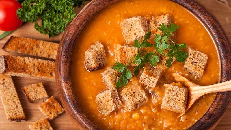 Zuppa di lenticchie rosse al lime