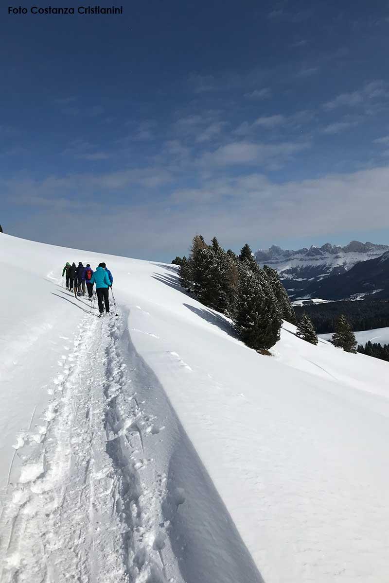 Sci, ciaspole e molto altro Eggental per ammirare le Dolomiti che si colorano di rosso. Foto Costanza Cristianini