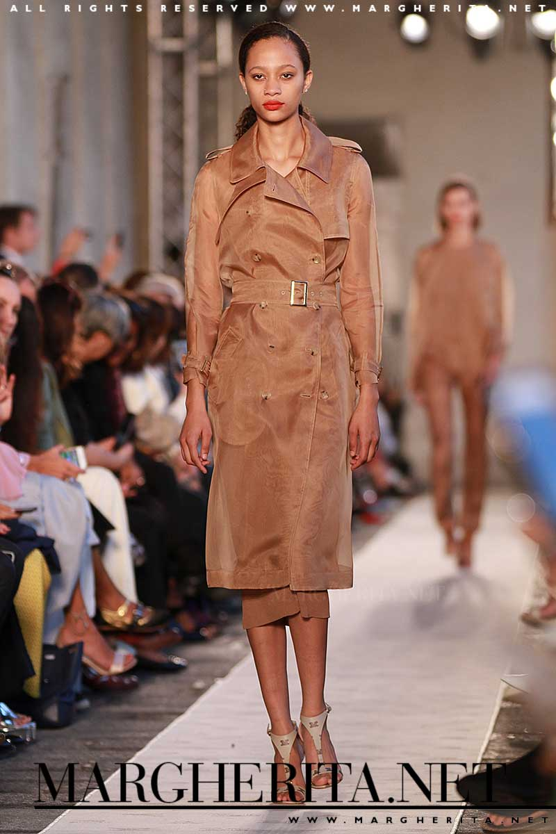 Tendenze moda primavera estate 2018. Il trench coat. Max Mara PE 2018, ph. Mauro Pilotto