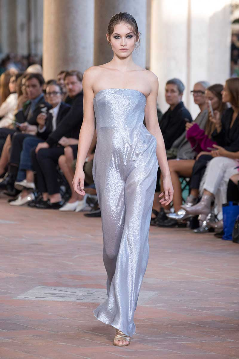Tendenze moda estate 2018. Le tute intere sono ultra chic! Photo: courtesy of Alberta Ferretti