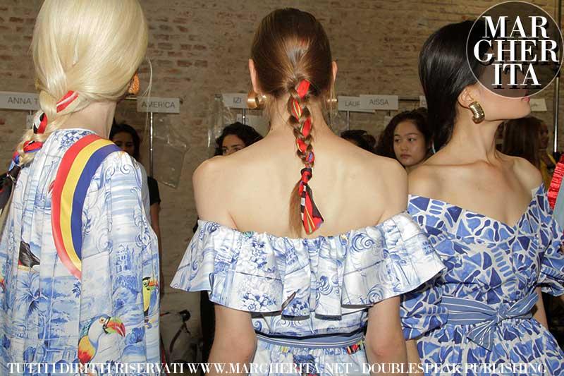 Trecce e foulard nei capelli. Giovanni Iovino Hair Stylist per Stella Jean Estate 2019