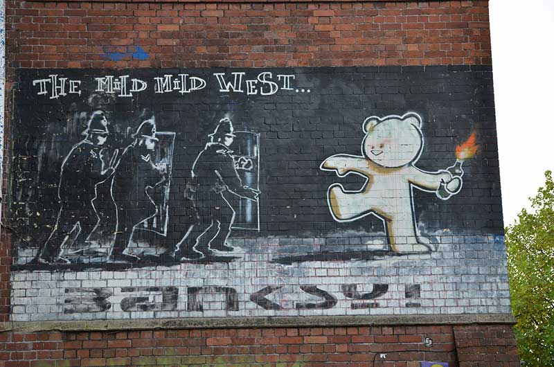 THE MILD MILD WEST - BANKSY, STOKES CROFT - BRISTOL - Foto Costanza Cristianini
