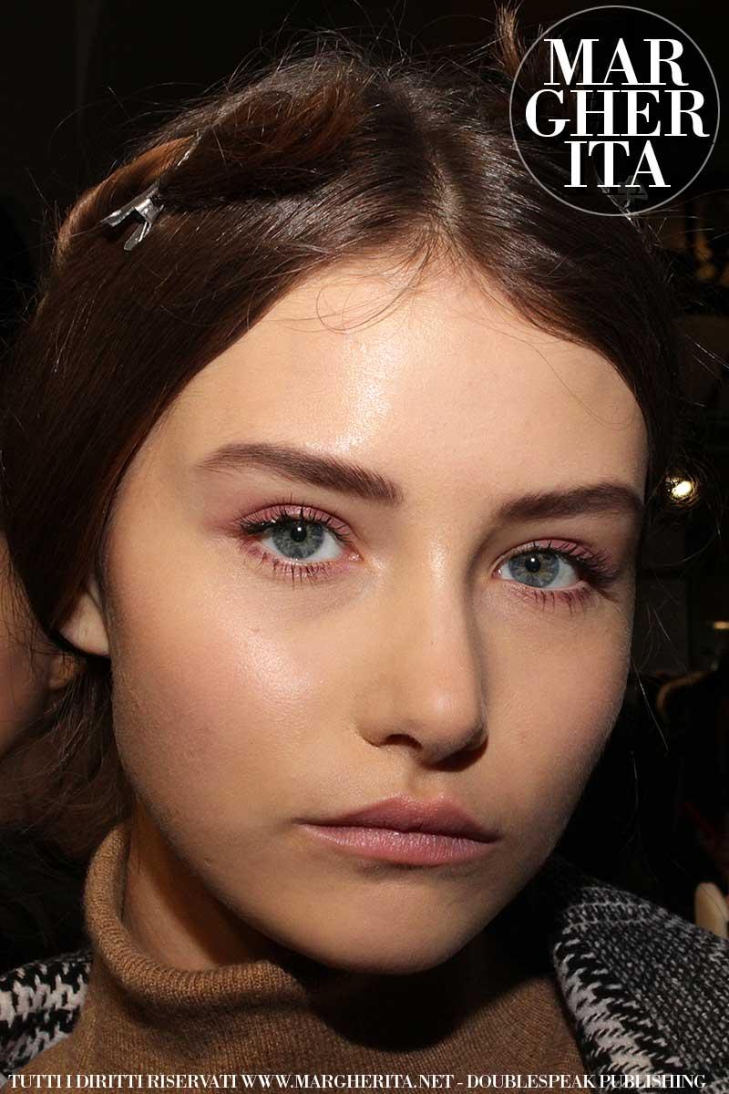 Consigli trucco. Sfilata: Luisa Beccaria AI 2018 2019. Make-up: Cynthia Rivas per M.A.C.