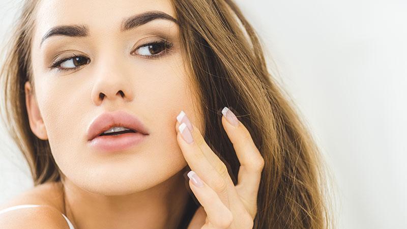 Acne: le cause e la cura per l'acne