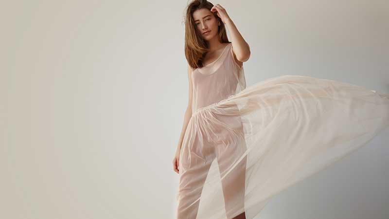 Come portare con classe abiti trasparenti. Consigli di moda