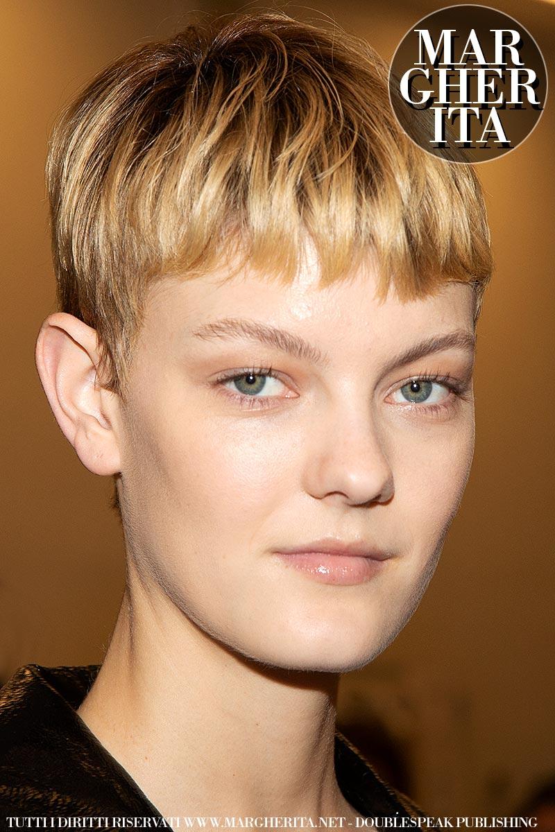Tendenze capelli autunno inverno 2019 2020. Tagli corti con frangia