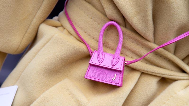 Accessori di moda autunno inverno 2019 2020. La borsetta micro