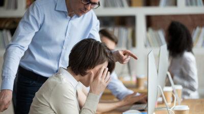 Mobbing sul posto di lavoro: cause, conseguenze, come affrontarlo e gestirlo