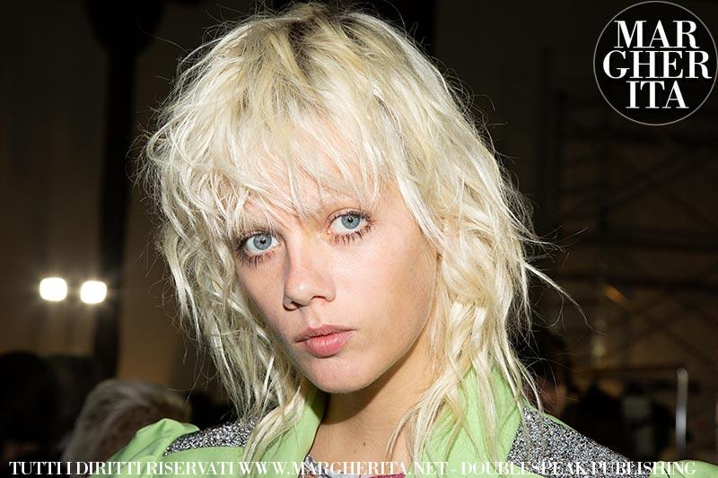 Tendenze capelli donna 2020. Capelli corti con capelli ...