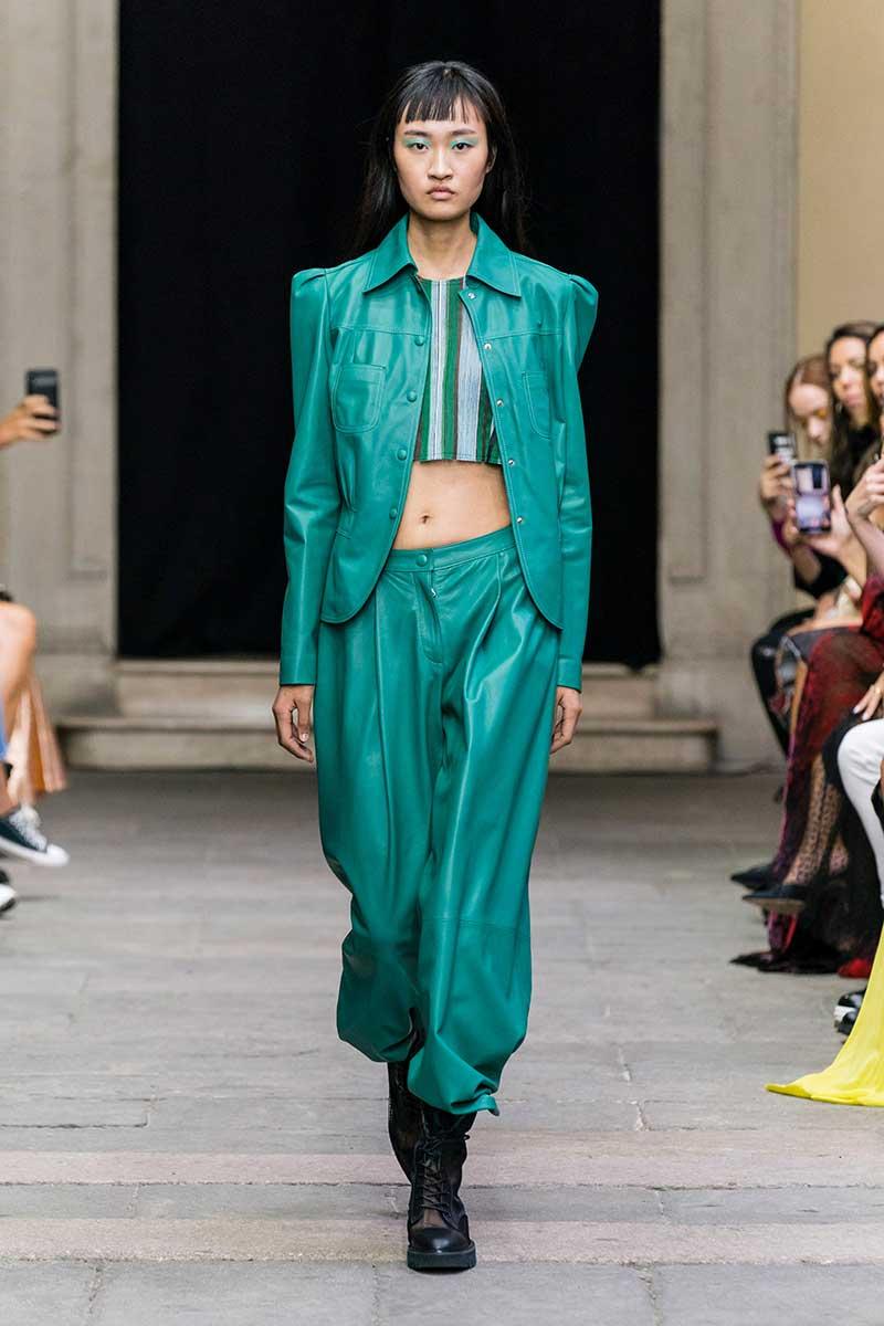 Tendenze moda 2020 pelle e finta pelle. Sfilata Cristiano Burani primavera estate 2020