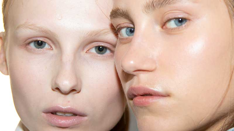 Nuove tendenze trucco 2020: pelle splendente e radiosa senza ... highlighting & sculpting!