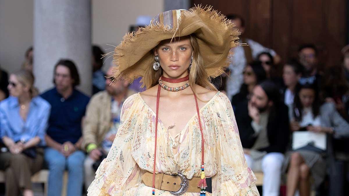 Tendenze moda primavera estate 2020. Evviva gli anni '70! Sfoggiamo di nuovo quel look moda 'seventies' - Sfilata Etro Estate 2020