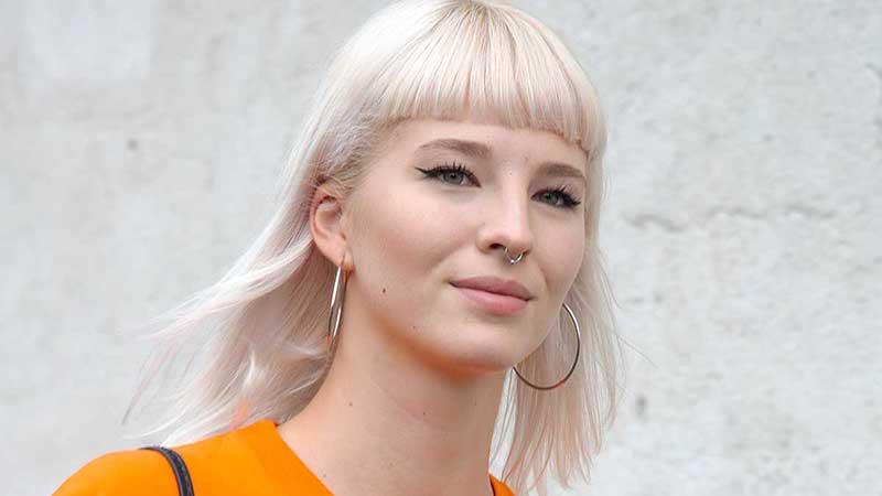 Tendenze capelli donna primavera 2020. Biondo platino? Frangia? Taglio medio lungo?