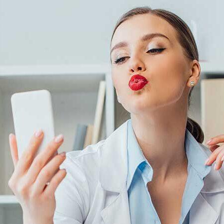 Interventi di dermatologia plastica e chirurgia estetica per essere più bella nei selfie e sui social