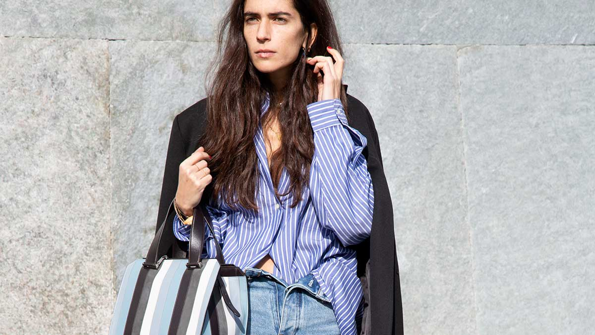 Moda street style primavera estate 2020. Ecco come indossare i jeans - Chiara Torire fotografata da Charlotte Mesman