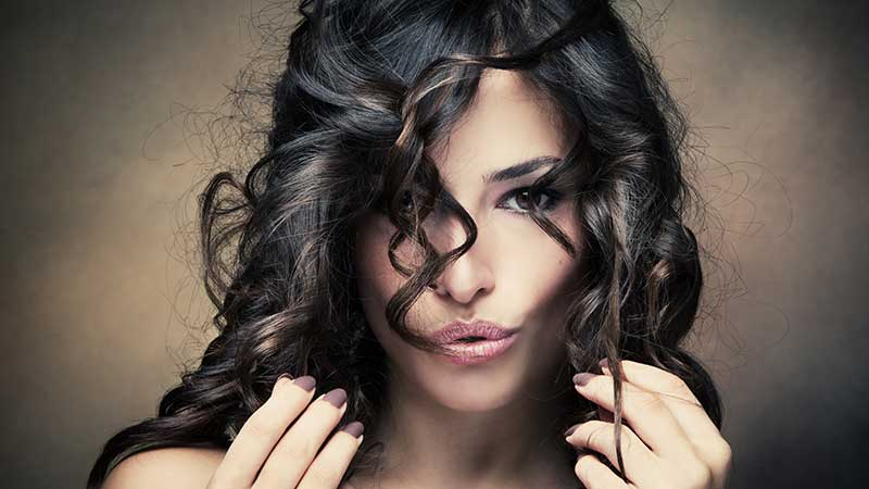 Come applicare una maschera per capelli (lunghi). I consigli per curare i capelli a casa di Fabiola Senatore di Toni&Guy