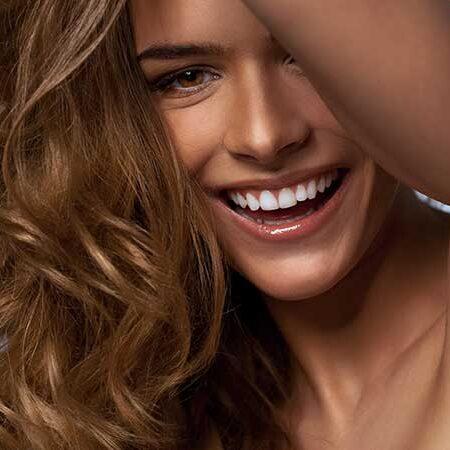 Onde naturali per i nostri capelli, con una spazzola e il phon. I consigli di Giulia De Nicola di Toni&Guy Roma