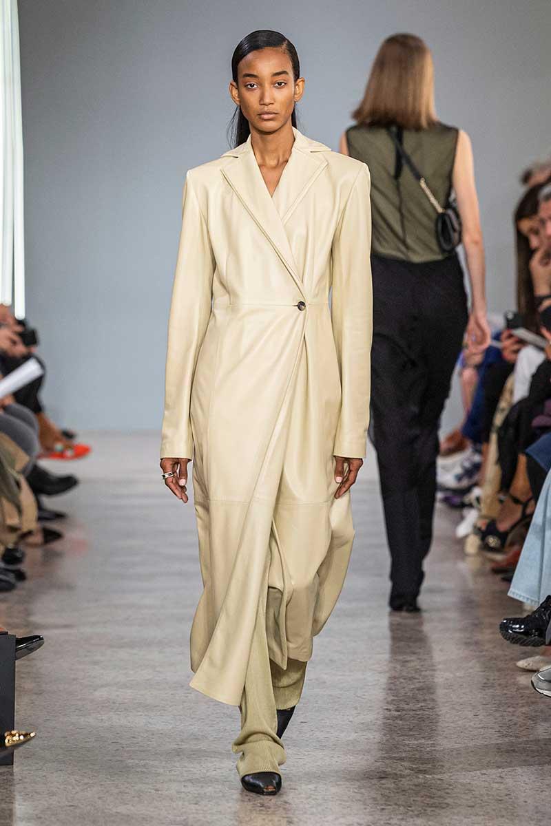 La moda primavera estate 2020. Ecco 4 soprabiti estivi da indossare subito - Sfilata Giada