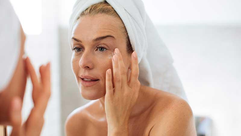 Prendersi cura della pelle quando non si è più giovanissime. Consigli anti aging per chi ha superato il 50