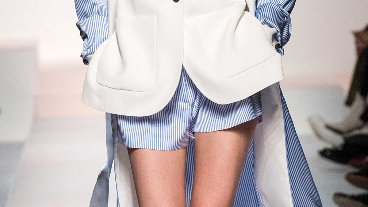 Vanno forte le righine bianche e blu! Tendenze moda donna estate 2020 - Sfilata Etro