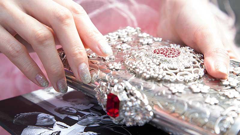 Tendenze unghie estate 2020. Consigli per delle unghie perfette (anche fatte in casa!) Foto Charlotte Mesman