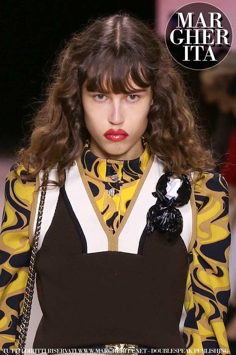 Capelli trendy per l'estate 2020. Le tendenze capelli: una frangia giocosa è trendy! Sfilata Louis Vuitton Foto Mauro Pilotto