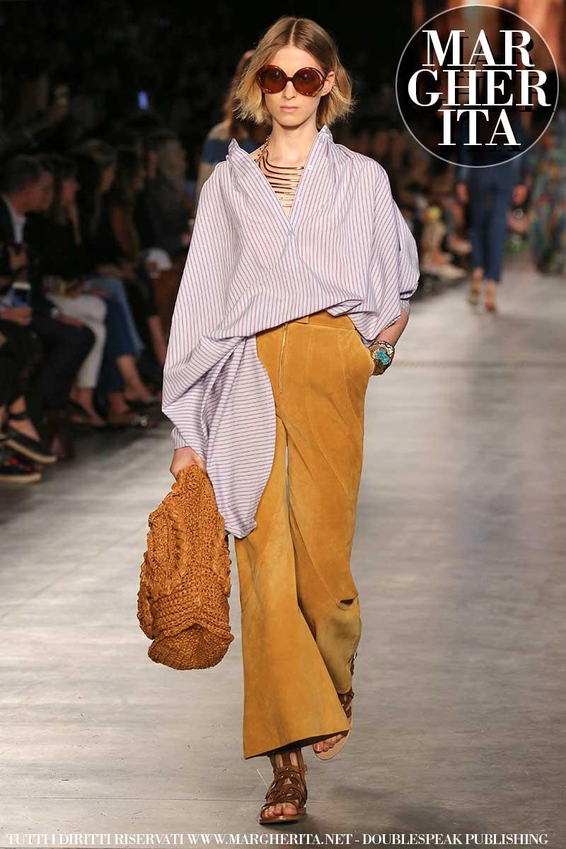 Vanno forte le righine bianche e blu! Tendenze moda donna estate 2020 - Sfilata Alberta Ferretti Foto Mauro Pilotto