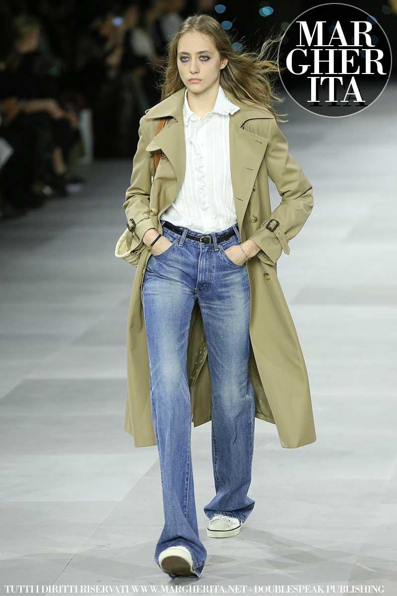 Tendenze moda donna estate 2020. Il trench coat, vecchio ma anche nuovo amore. Ecco come portarlo. Sfilata Celine