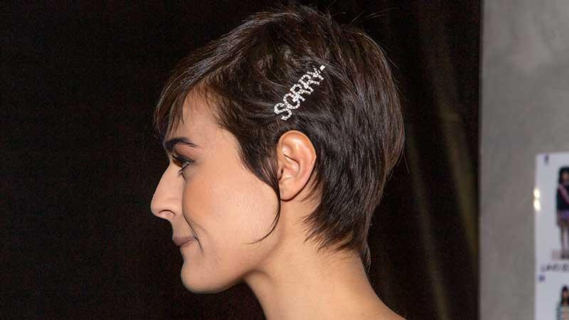 Un taglio corto classico e moderno al tempo stesso. Tendenze capelli estate 2020 - Foto Charlotte Mesman