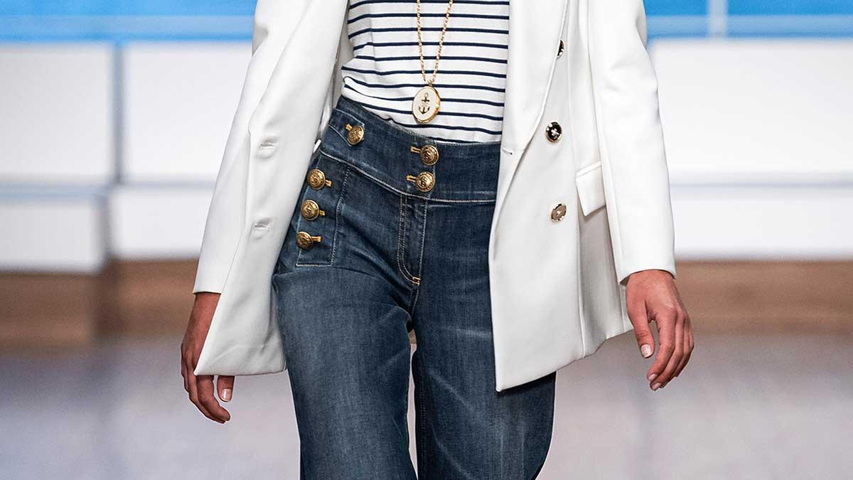 Moda estate 2020, le nuove tendenze jeans. Tre jeans azzeccati per un look all'ultima moda - Sfilata Elisabetta Franchi