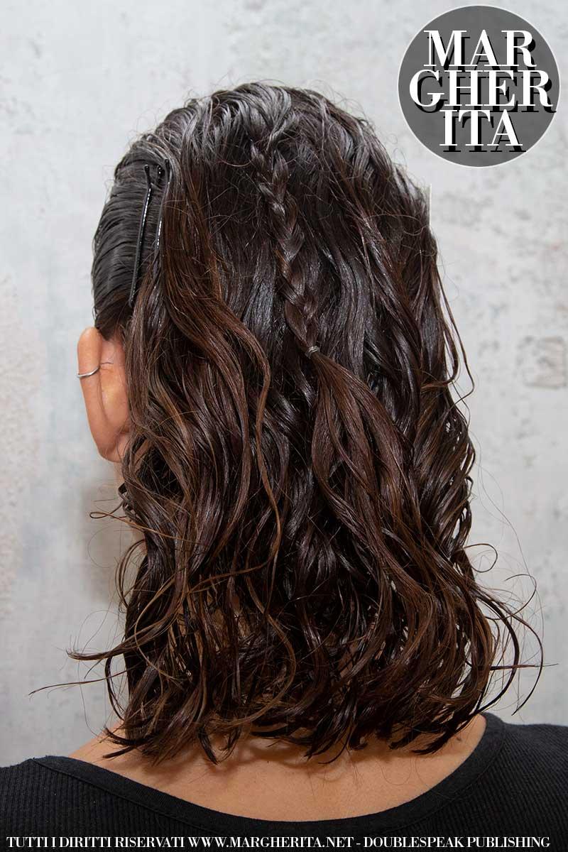 Nuovi trend capelli estate 2020. Vanno di moda le acconciature wet look. Ecco come fare - Sfilata Francesca Liberatore - Foto Charlotte Mesman
