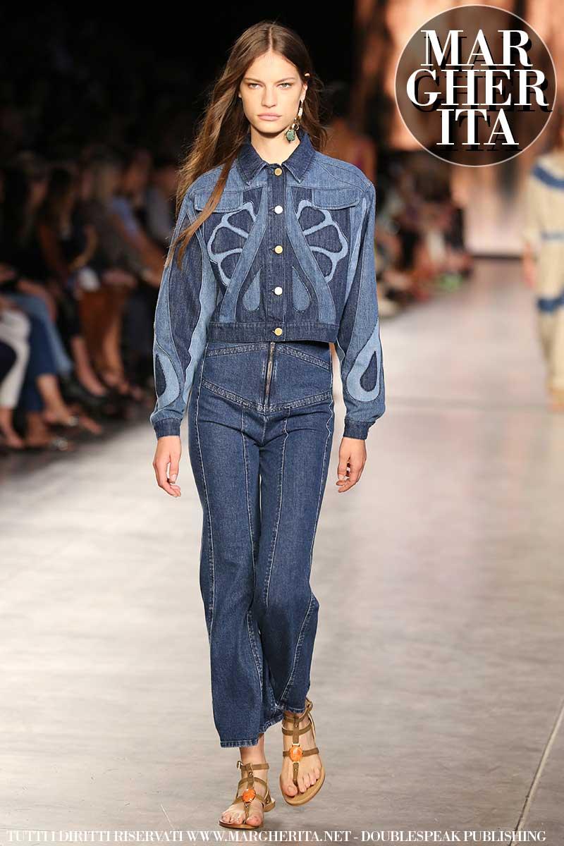 Moda estate 2020, le nuove tendenze jeans. Tre jeans azzeccati per un look all'ultima moda - Sfilata Alberta Ferretti. Foto Mauro Pilotto