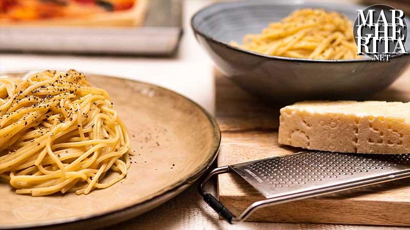 Gli spaghetti cacio e pepe
