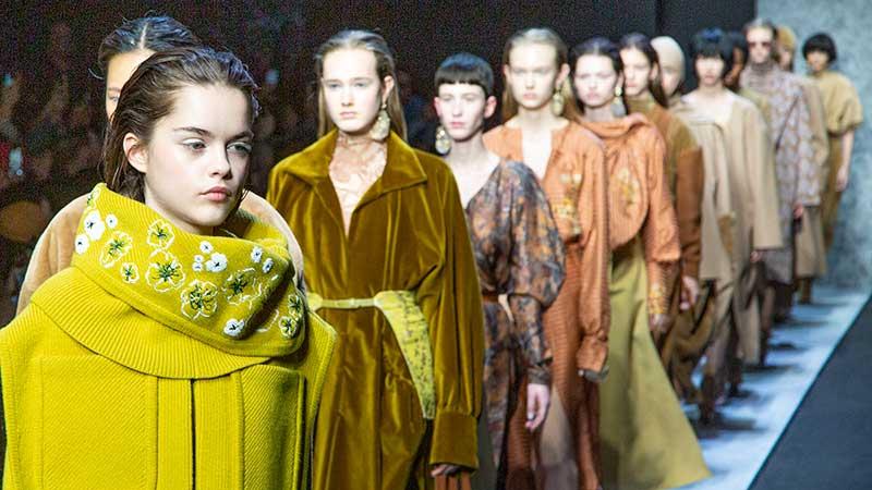 Tendenze moda autunno inverno 2020 2021. I nuovi colori di moda. Sfilata Anteprima. Foto: Charlotte Mesman