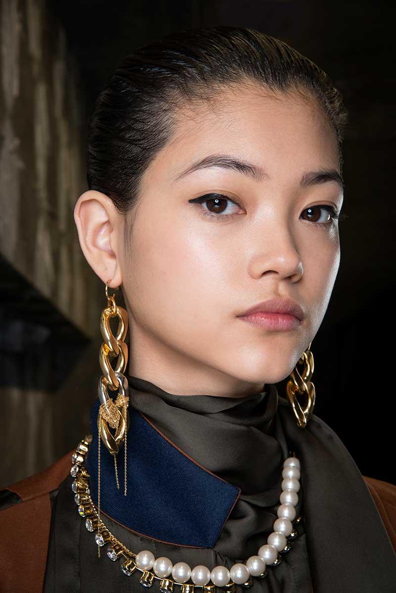 Tendenze trucco autunno inverno 2020 2021. Sfilata: Sacai. Make-up: MAC. Photo: courtesy of MAC Cosmetics